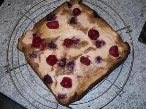 gâteau plaque 300x225 Brownie aux framboises et crème de Chamallows