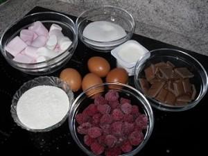 ingrédients brownies chamallow 300x225 Brownie aux framboises et crème de Chamallows