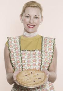 femme avec une tarte 207x300 Si vous voulez devenir une bonne pâte et être moins tarte, ces 11 astuces vont vous y aider