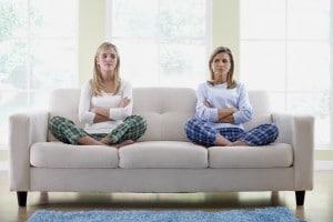 mère et fille en colère 300x200 11 trucs pour gérer les colères de votre Ado