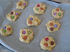 Préparation cookies au chocolat blanc et smarties