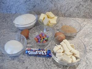 Ingrédients cookies au chocolat blanc et smarties