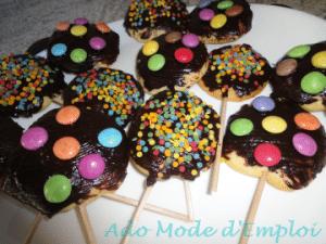 Sucettes cookies au chocolat et smarties