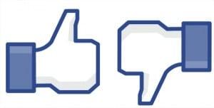 pouces accro à Facebook