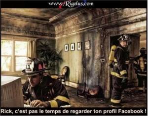 humour accro à Facebook