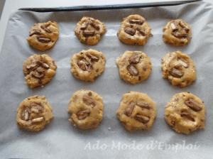 Préparation Big Cookies aux Twix, cacahouètes et beurre salé