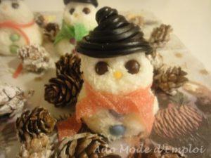 bonhomme de neige à la noix de coco et bonbons